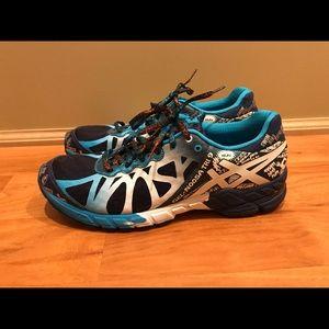 NWT- ASICS Gel Noosa Tri 9 size 9 shoe